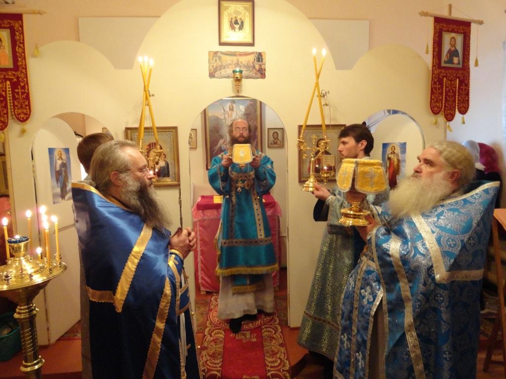 Богослужение в храме во имя Новомученников и исповедников Российских в п.Мартюш Каменского района