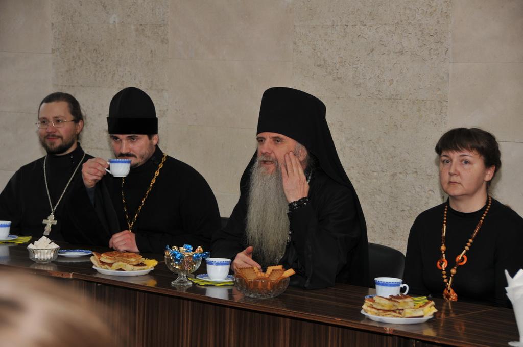 Зачем жениться и выходить замуж? Зачем идти в монахи?