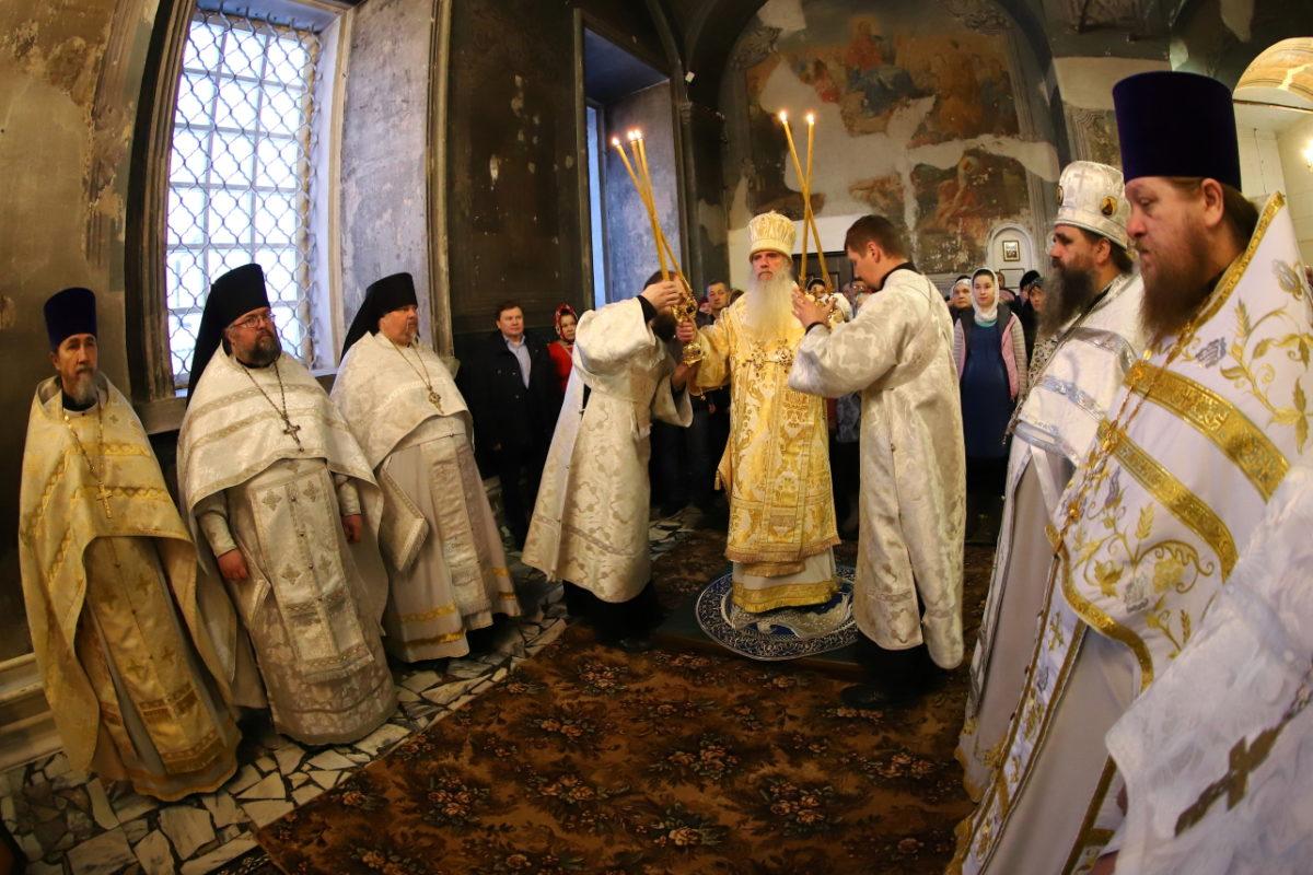 В Покровском кафедральном соборе Камышлова отметили сразу три праздника
