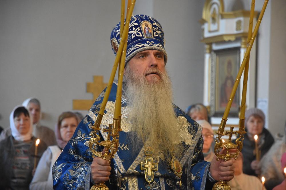 Архиерейская Божественная Литургия в день Сретения Господня