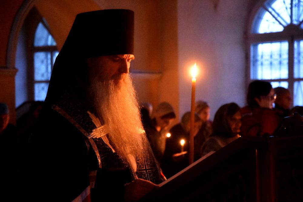 Епископ Мефодий совершил Великое повечерие с чтением канона прп. Андрея Критского в храмах Каменской епархии