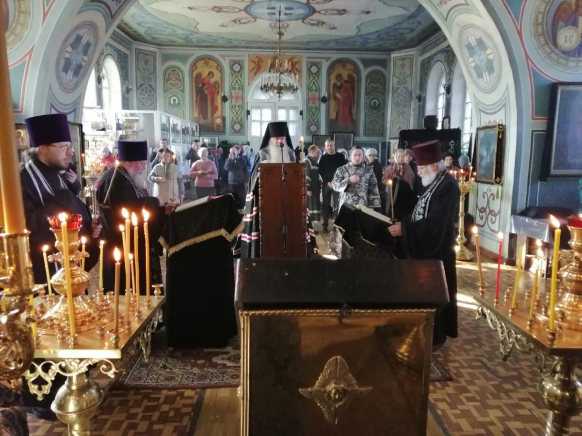 Епископ Мефодий совершил Великое повечерие с чтением канона прп. Андрея Критского в Покровском храме села Волково