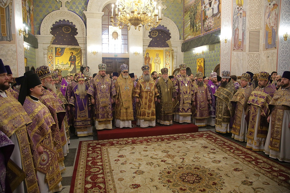 В праздник Державной иконы Божией Матери в Храме на Крови сонм архиереев совершил Божественную литургию