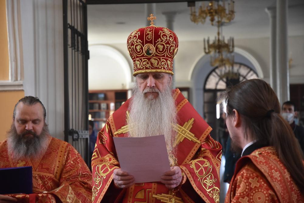 Владыка Мефодий вручил Пасхальные награды духовенству епархии