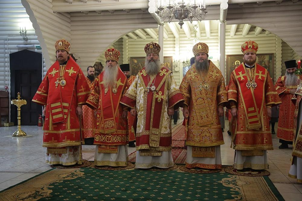 Преосвященные архиереи совершили Божественную литургию в монастыре Царственных страстотерпцев