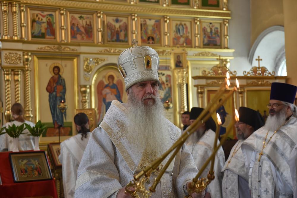 Владыка Мефодий совершил Литургию и отпевание в кафедральном соборе Каменска-Уральского