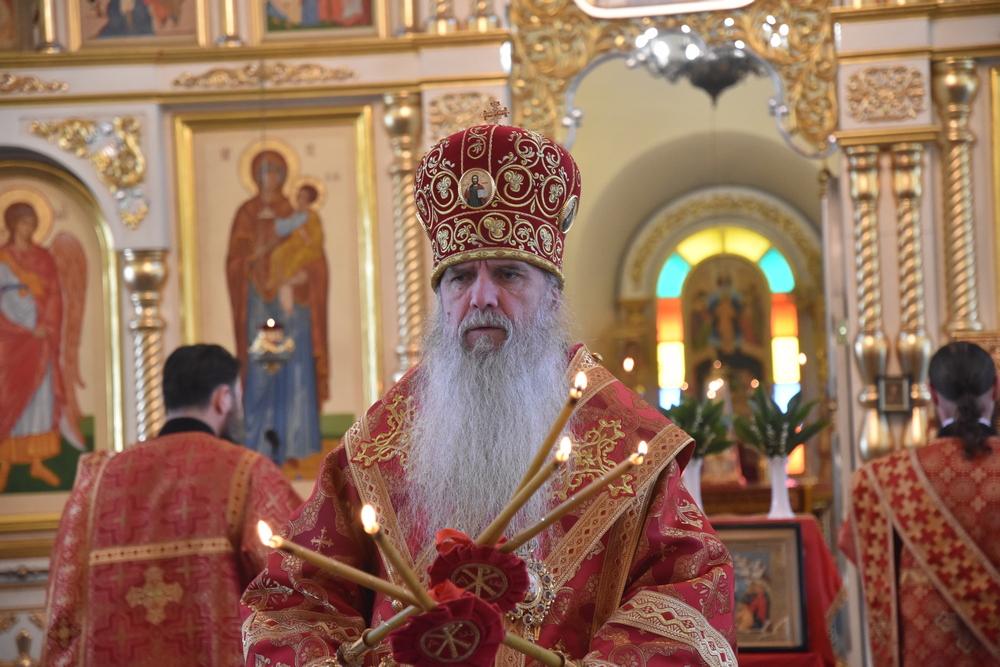 Владыка Мефодий совершил Литургию в день апостола Иоанна Богослова