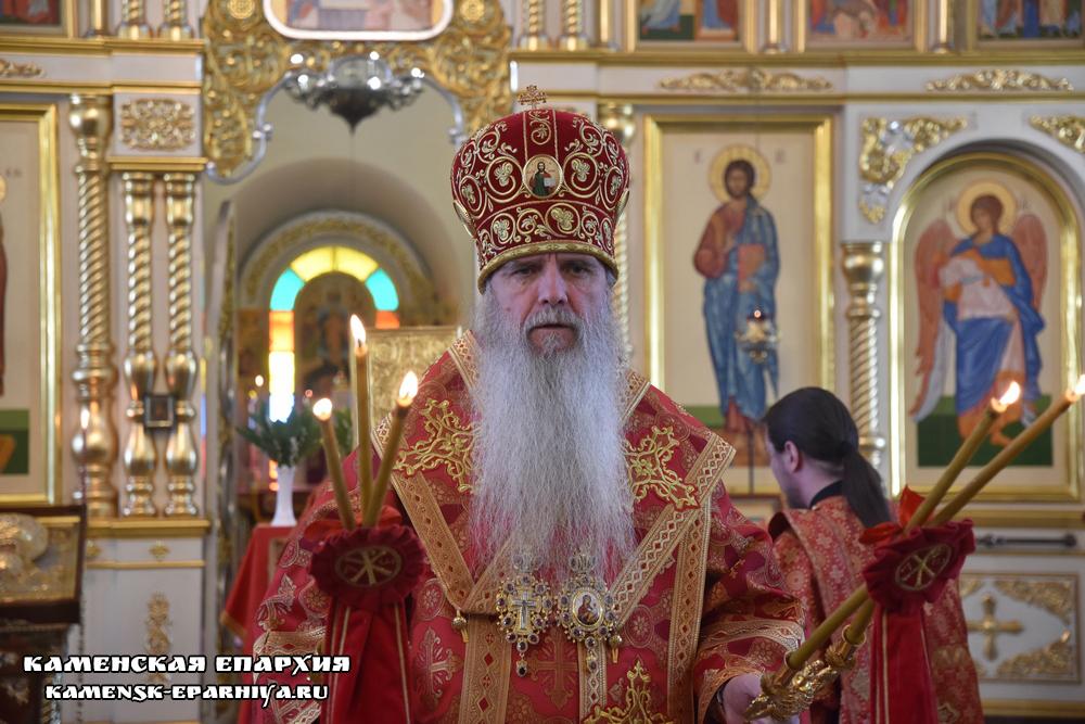 Преосвященнейший Владыка Мефодий возглавил Литургию в праздник святителя Николая Чудотворца