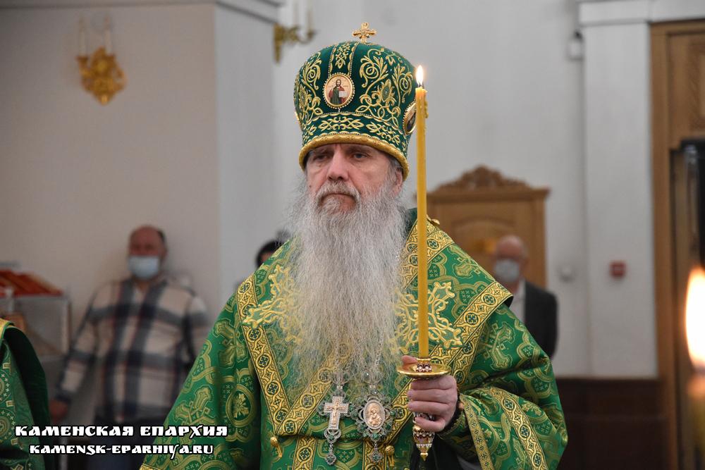 Владыка Мефодий возглавил вечернее богослужение в Покровском храме города Заречный