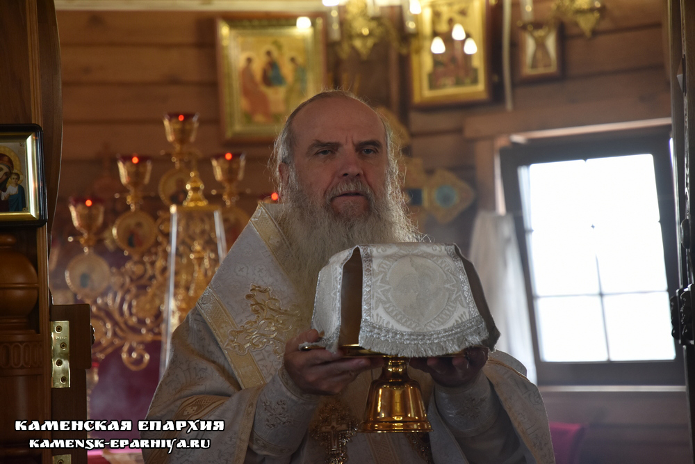 Владыка Мефодий совершил Литургию и отпевание протоиерея Вячеслава Тройнина