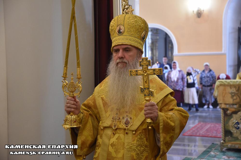 Епископ Каменский и Камышловский Мефодий совершил Божественную Литургию в Свято-Троицком соборе (репортаж ТК «Союз»)