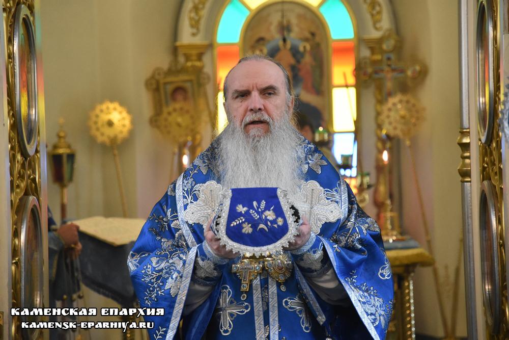 В день Владимирской иконы Богородицы владыка Мефодий возглавил Литургию