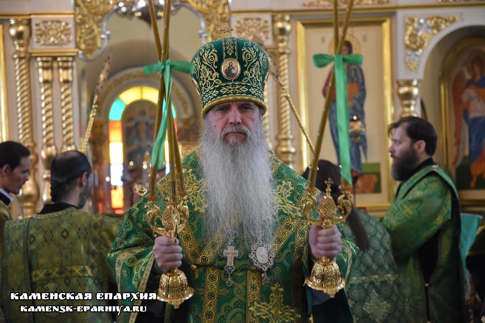В день Каменской епархии Владыка Мефодий возглавил Литургию