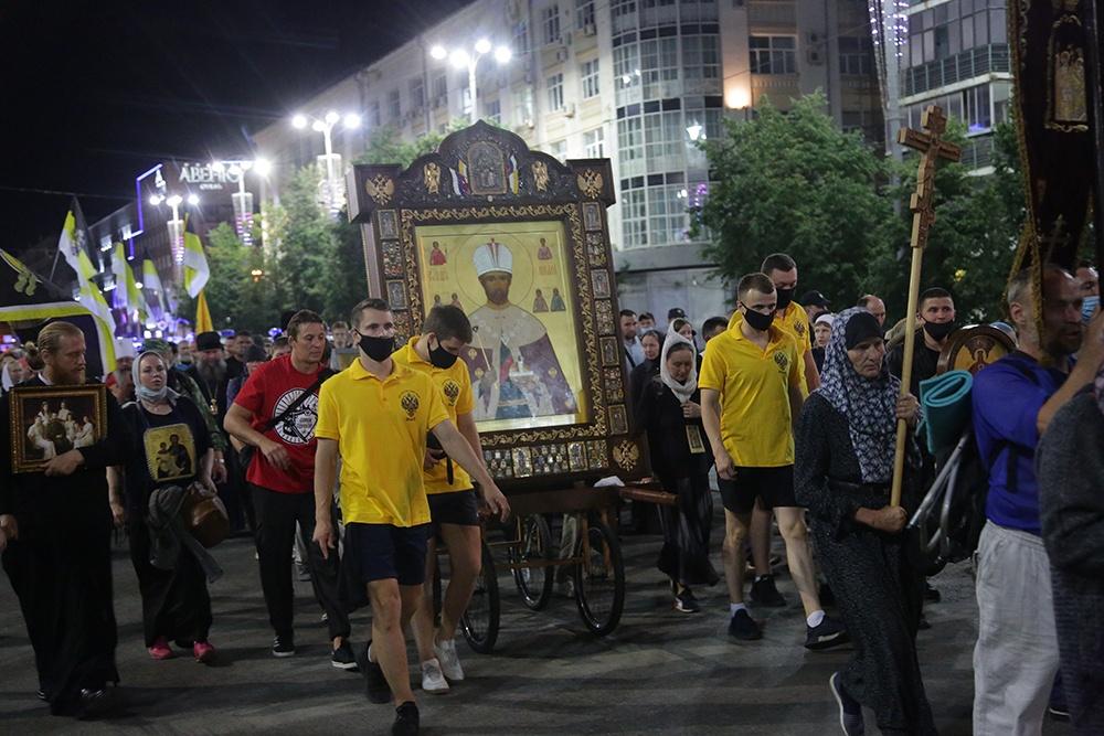 10 000 человек приняли участие в Царском крестном ходе
