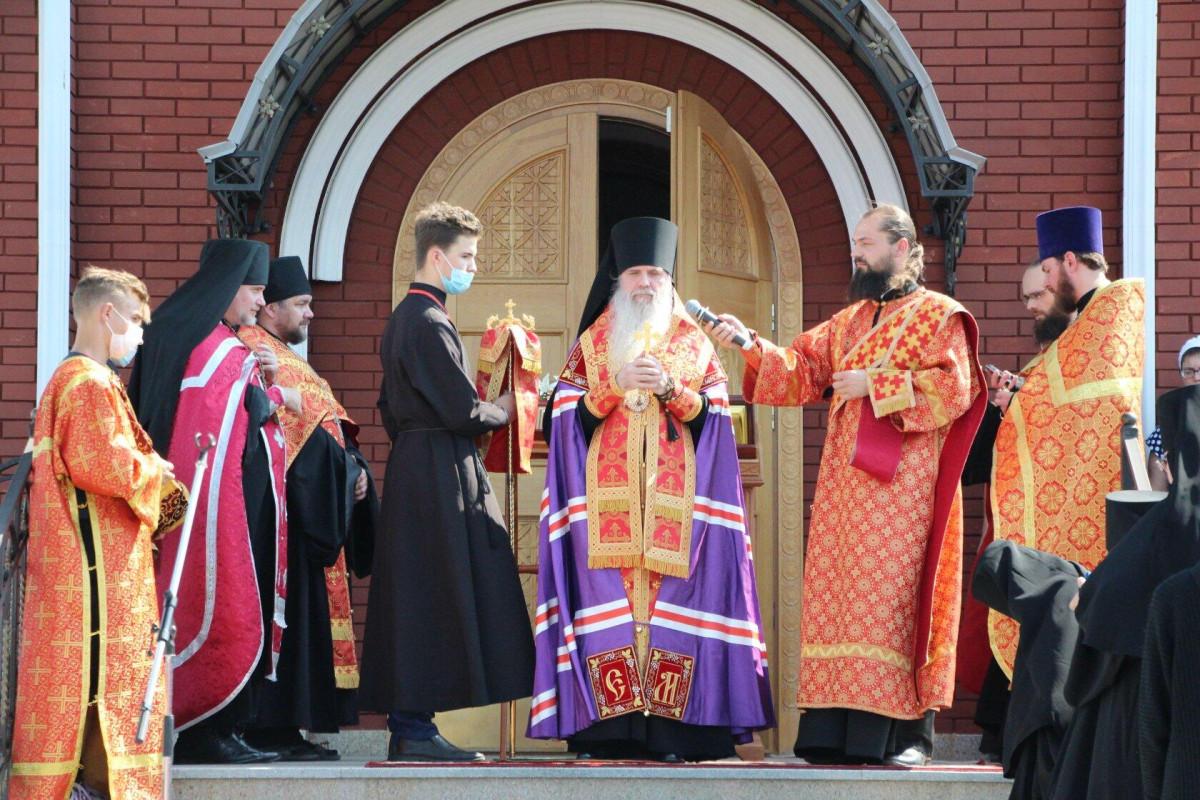 Епископ Мефодий возглавил молебен в Свято — Елисаветинском монастыре г. Алапаевска