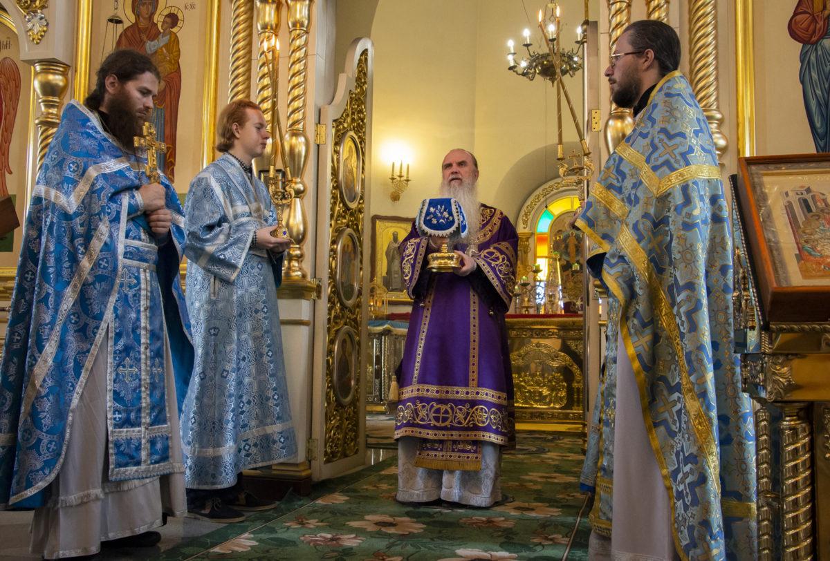 В день Почаевской иконы Божией Матери Владыка Мефодий возглавил Литургию