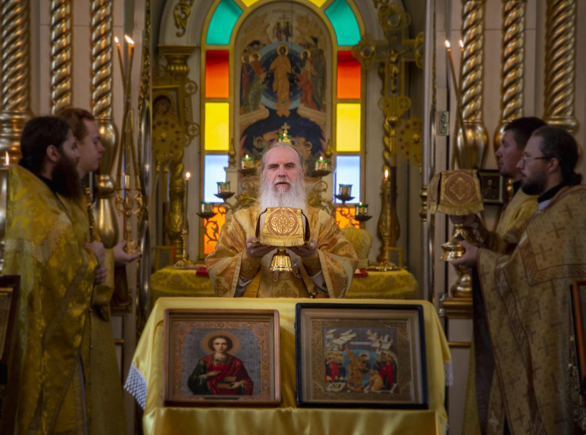 В день памяти вмч. и целителя Пантелеимона Владыка Мефодий совершил Литургию