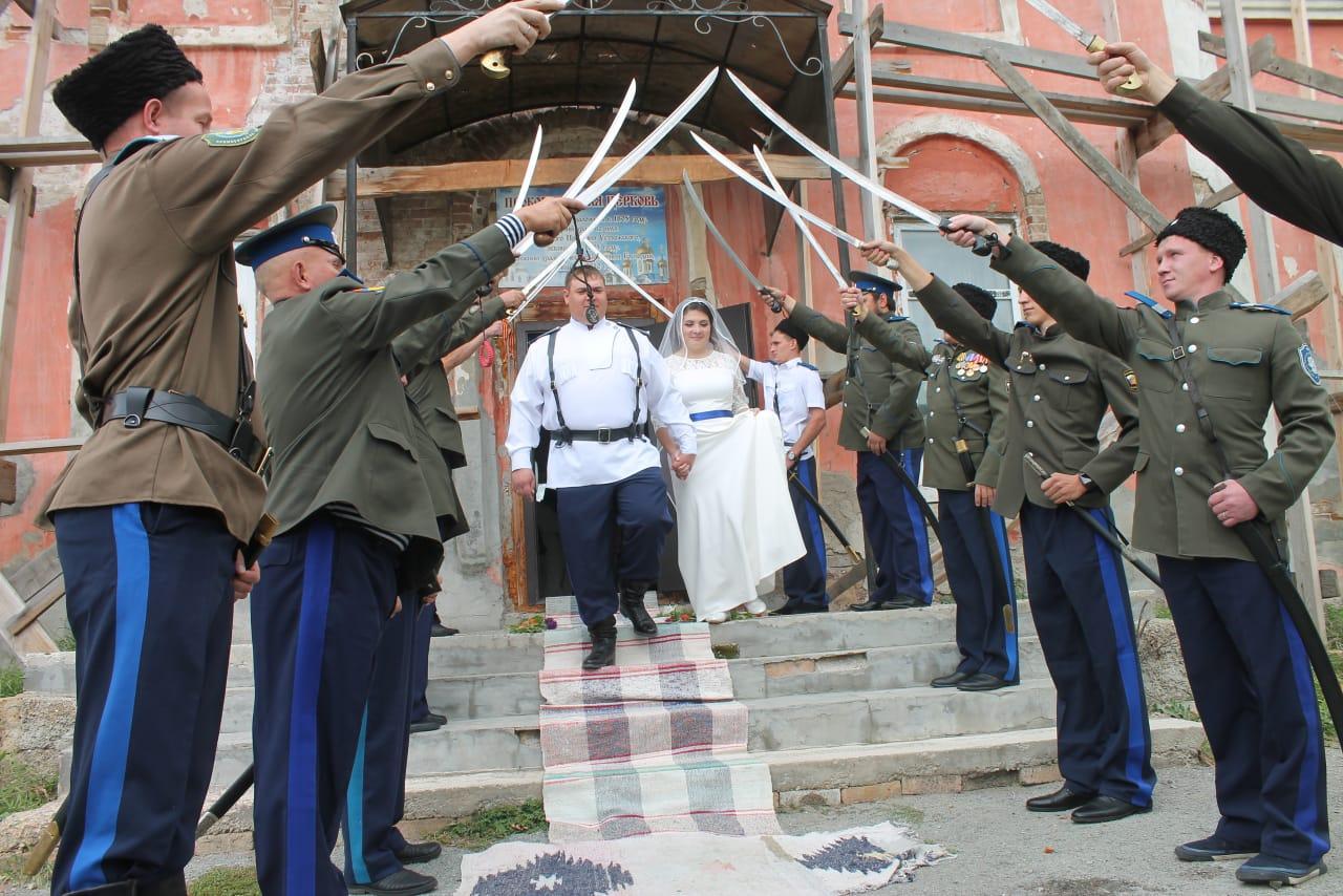 Венчалась казачья пара