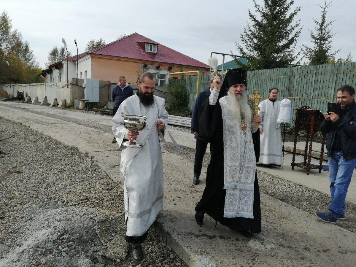 Епископ Мефодий освятил жилой дом от застройщика ООО «Новый дом»