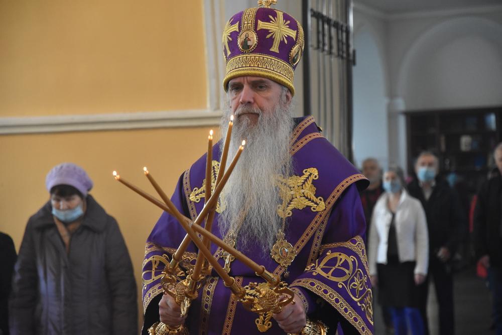 Епископ Мефодий совершил Божественную Литургию в день Воздвижения Креста Господня