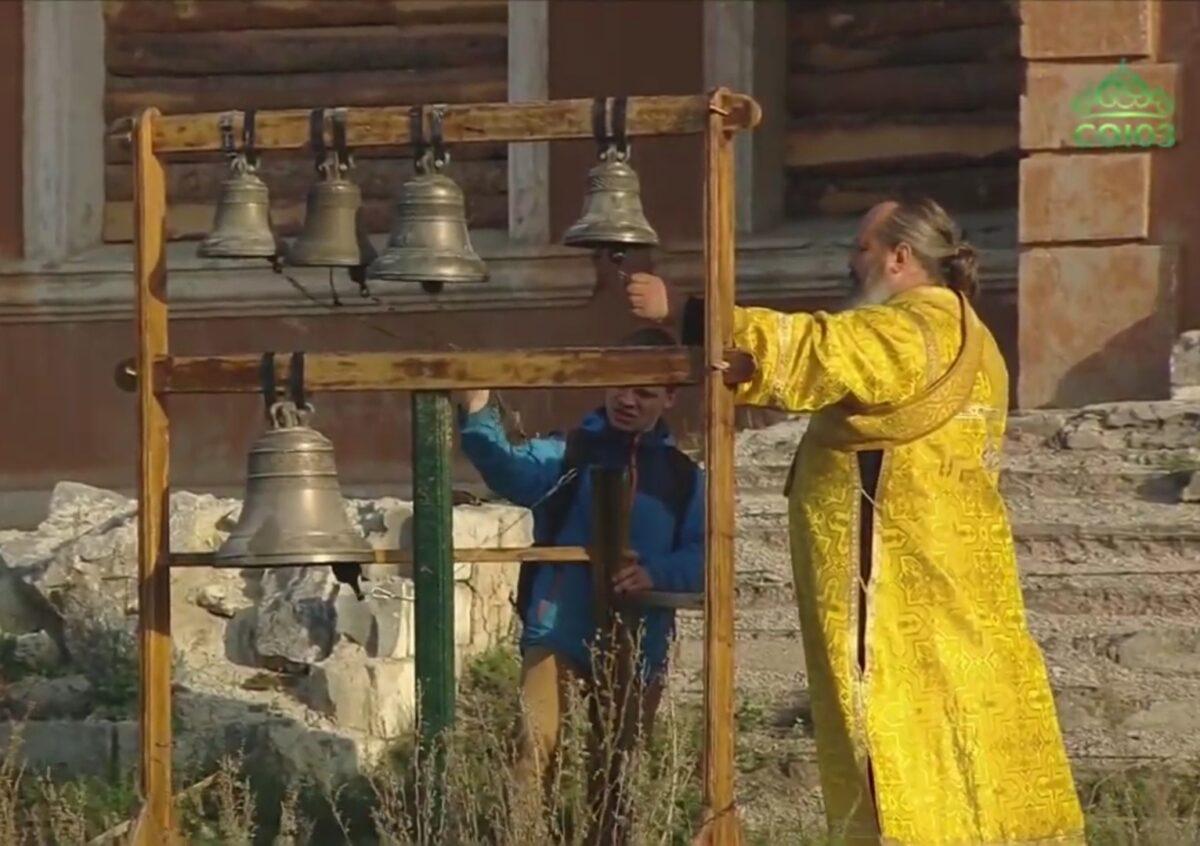 В деревне Кашина была отслужена Божественная Литургия под открытым небом (Репортаж ТК «Союз»)