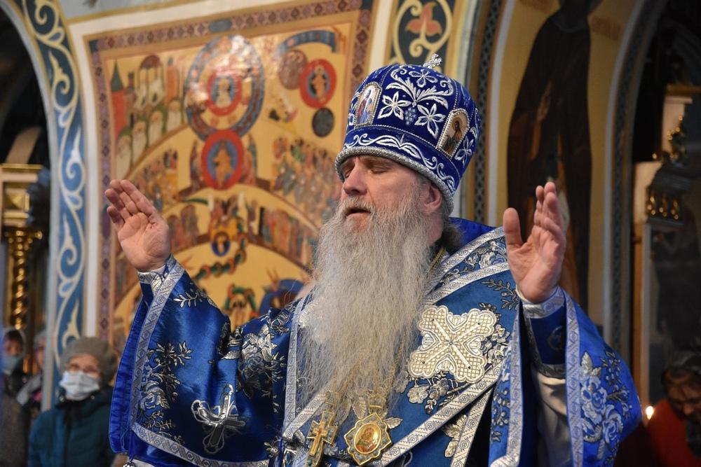 Владыка Мефодий возглавил Литургию в Покровском храме Каменска-Уральского