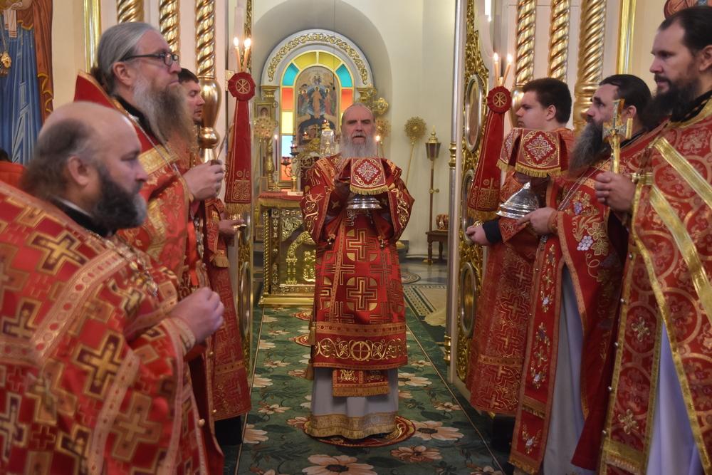 В день памяти вмч. Параскевы епископ Мефодий совершил Литургию