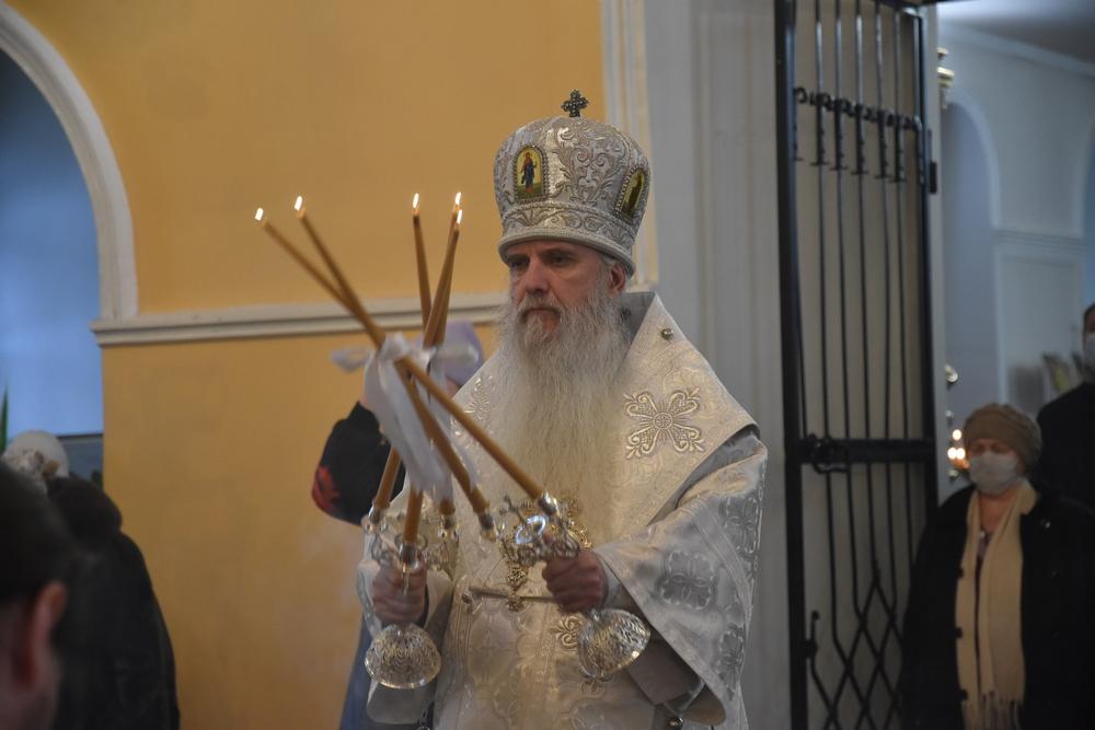 В день Собора Архистратига Михаила и прочих Небесных Сил бесплотных Владыка Мефодий совершил Литургию