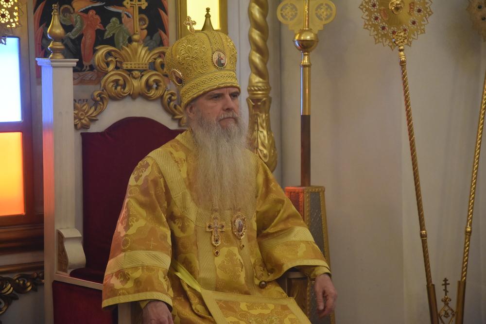 В неделю 24-ю по Пятидесятнице Преосвященнейший Мефодий возглавил Литургию