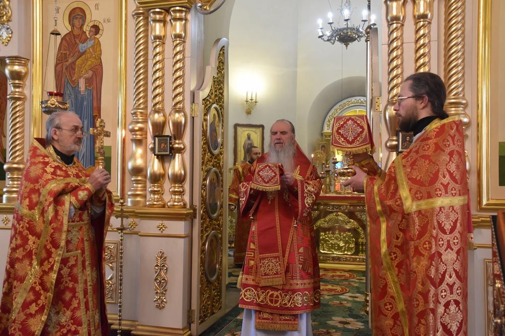 Литургию в день покровительницы Екатеринбургской митрополии возглавил епископ Каменский и Камышловский Мефодий