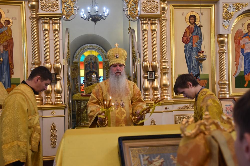 В воскресный день епископ Каменский и Камышловский Мефодий совершил Литургию