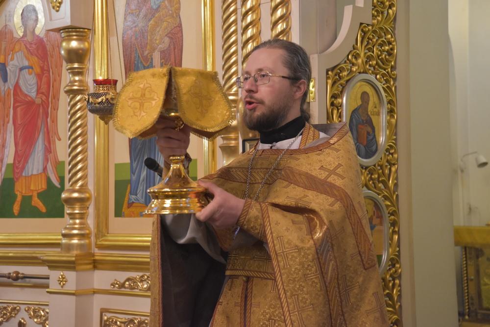 Воскресная Литургия состоялась в Свято-Троицком соборе города Каменска-Уральского