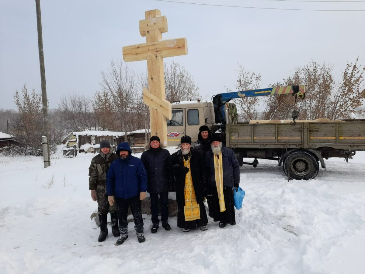 Установлен крест над могилами священномучеников