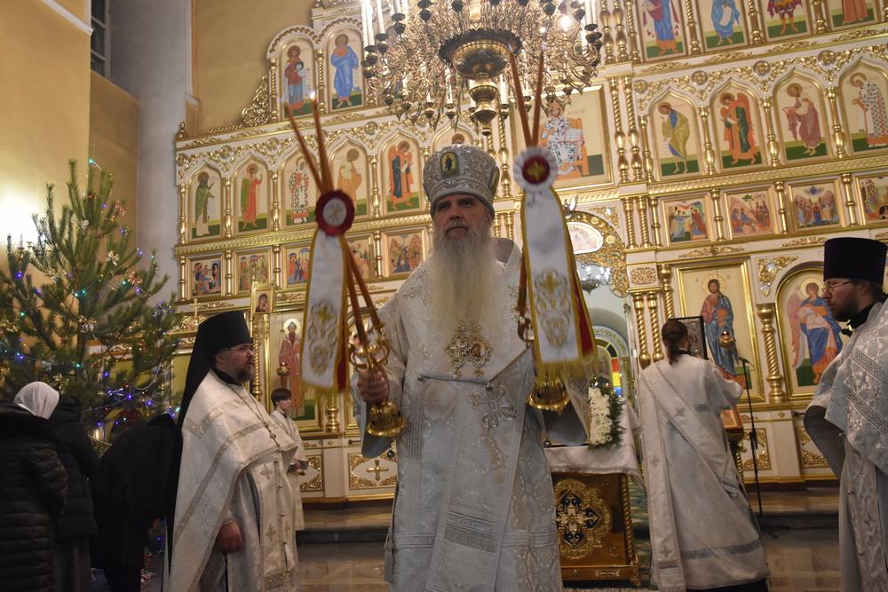 Преосвященнейший Мефодий возглавил Рождественское богослужение