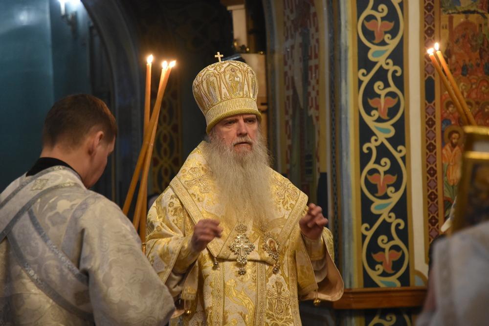 Епископ Мефодий совершил Литургию в храме во имя Покрова Божией Матери г. Каменска-Уральского