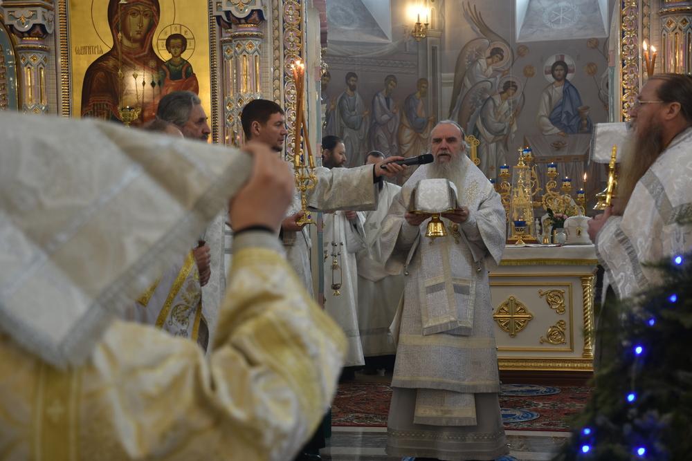 Епископ Мефодий совершил Литургию и хиротонию во пресвитера
