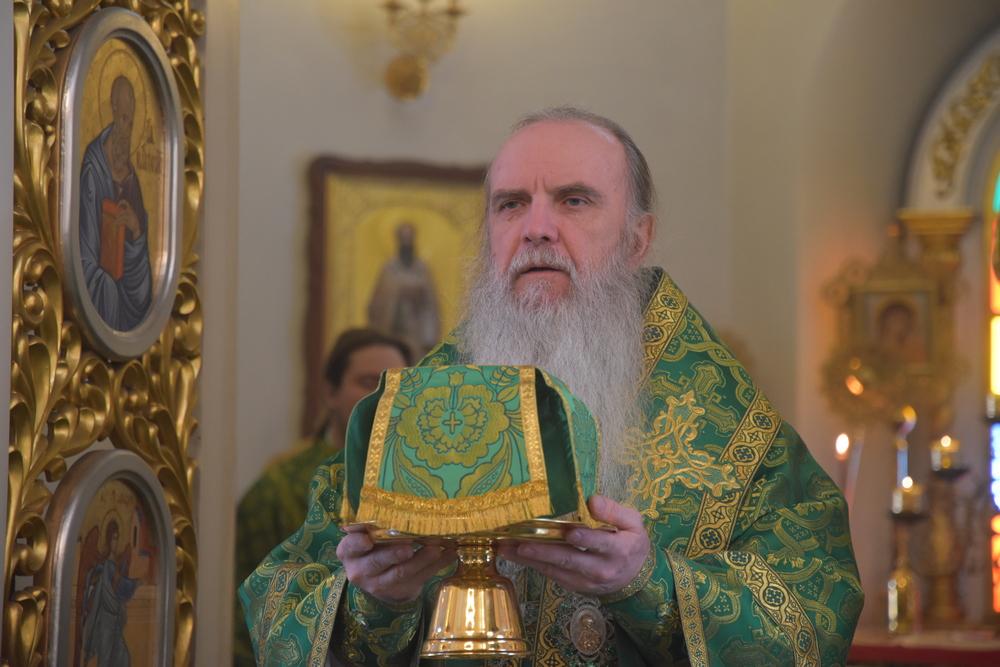 В день памяти исповедника Леонтия Михайловского владыка Мефодий возглавил Литургию