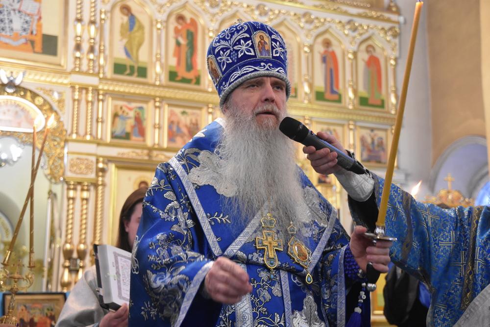 Преосвященнейший Мефодий возглавил Всенощное бдение в канун Сретения Господня