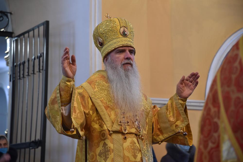 Преосвященнейший Мефодий совершил Литургию в неделю о Страшном Суде