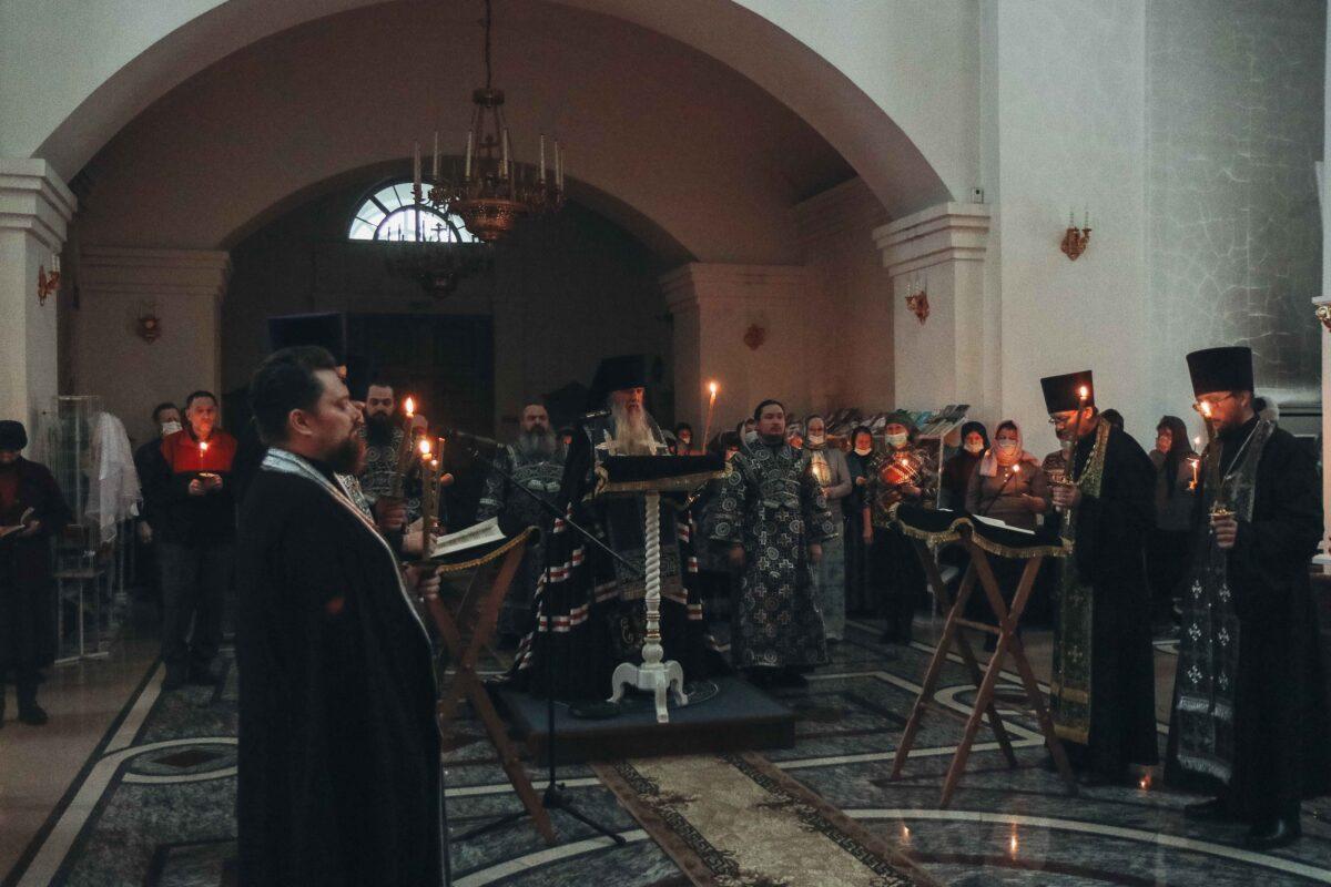 Епископ Мефодий совершил чтение покаянного канона в Покровском храме г. Заречного