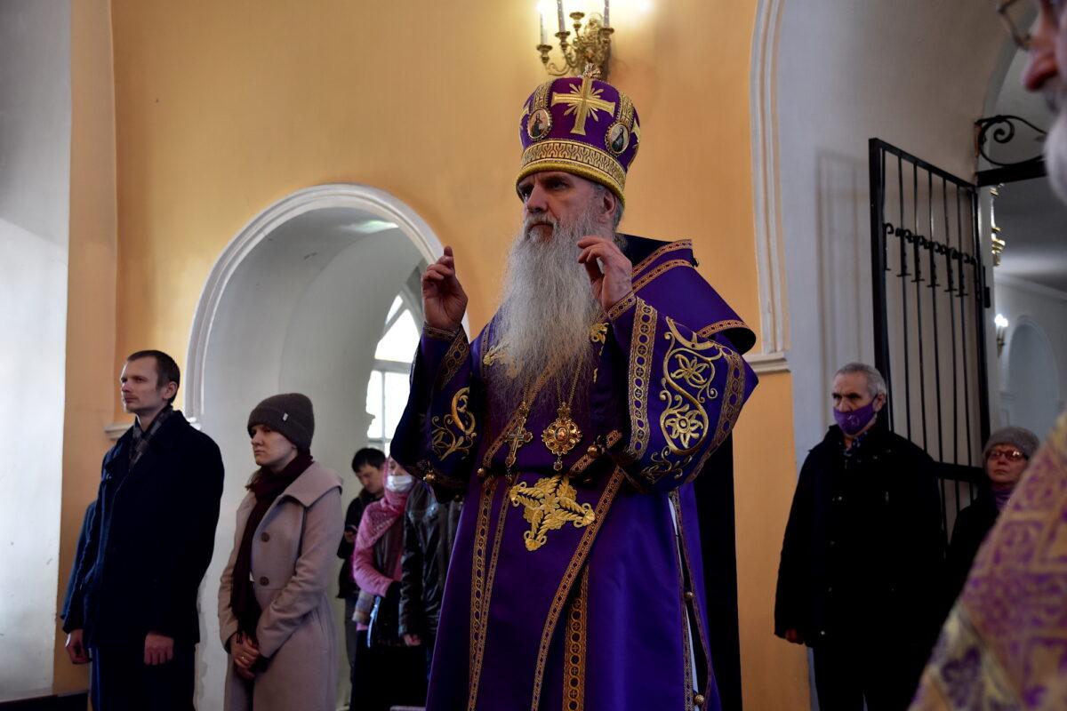В неделю 2-ю Великого поста епископ Каменский и Камышловский Мефодий совершил Литургию
