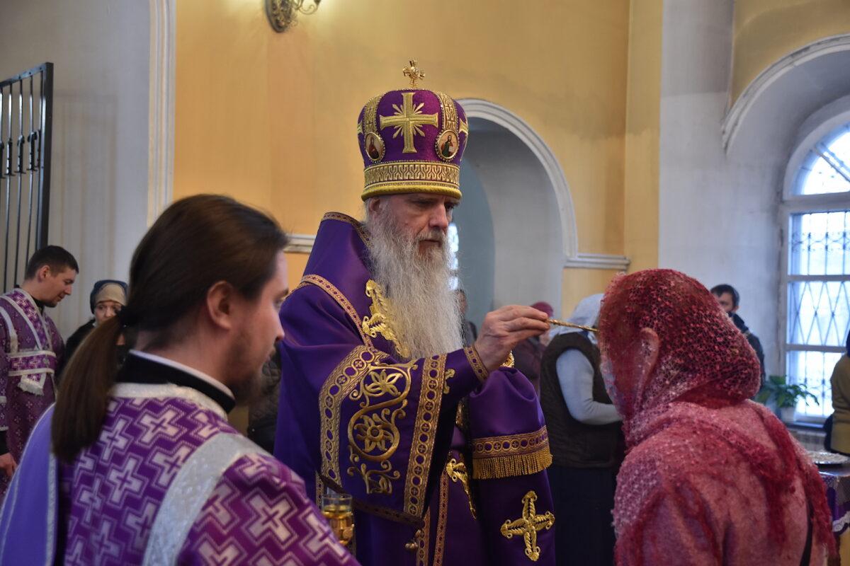 Епископ Мефодий совершил Всенощное бдение в канун Крестопоклонной недели