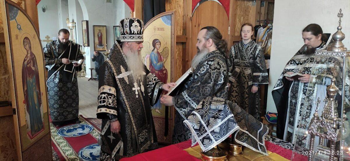 Владыка Мефодий совершил Литургию Преждеосвященных Даров в Богоявленском храме города Сухого Лога