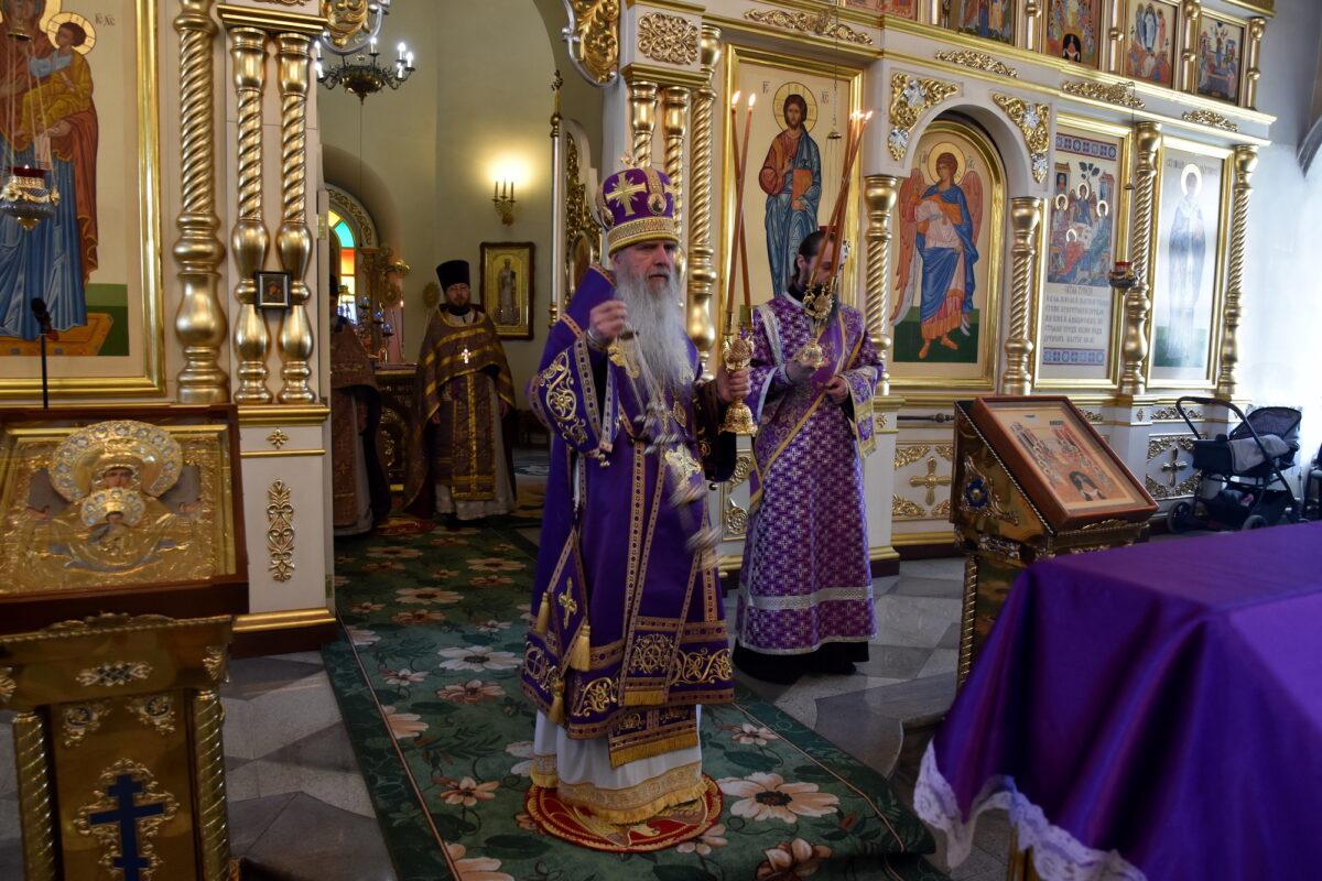 Преосвященнейший Мефодий возглавил Литургию в 5-ю неделю Великого поста