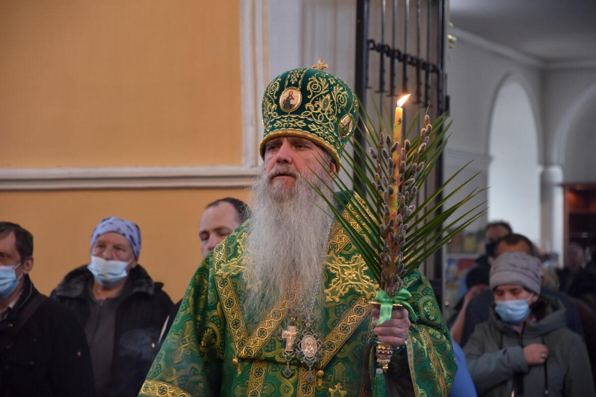 В канун праздника Входа Господня в Иерусалим владыка Мефодий возглавил Всенощное бдение