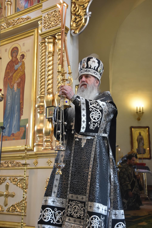 В Великую  Среду владыка Мефодий совершил последнюю в этом году Литургию Преждеосвященных Даров в Свято-Троицком кафедральном соборе