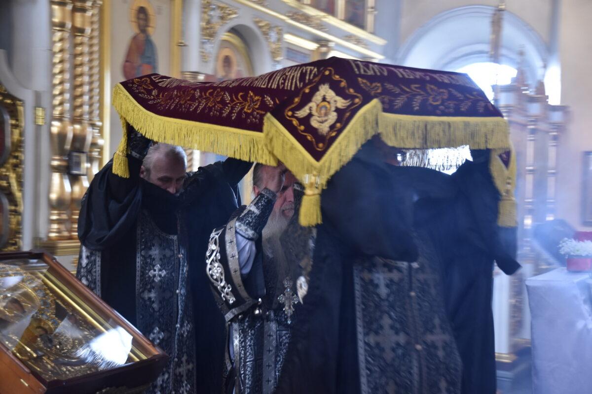 Епископ Каменский и Камышловский Мефодий совершил чин выноса Плащаницы в Великую Пятницу