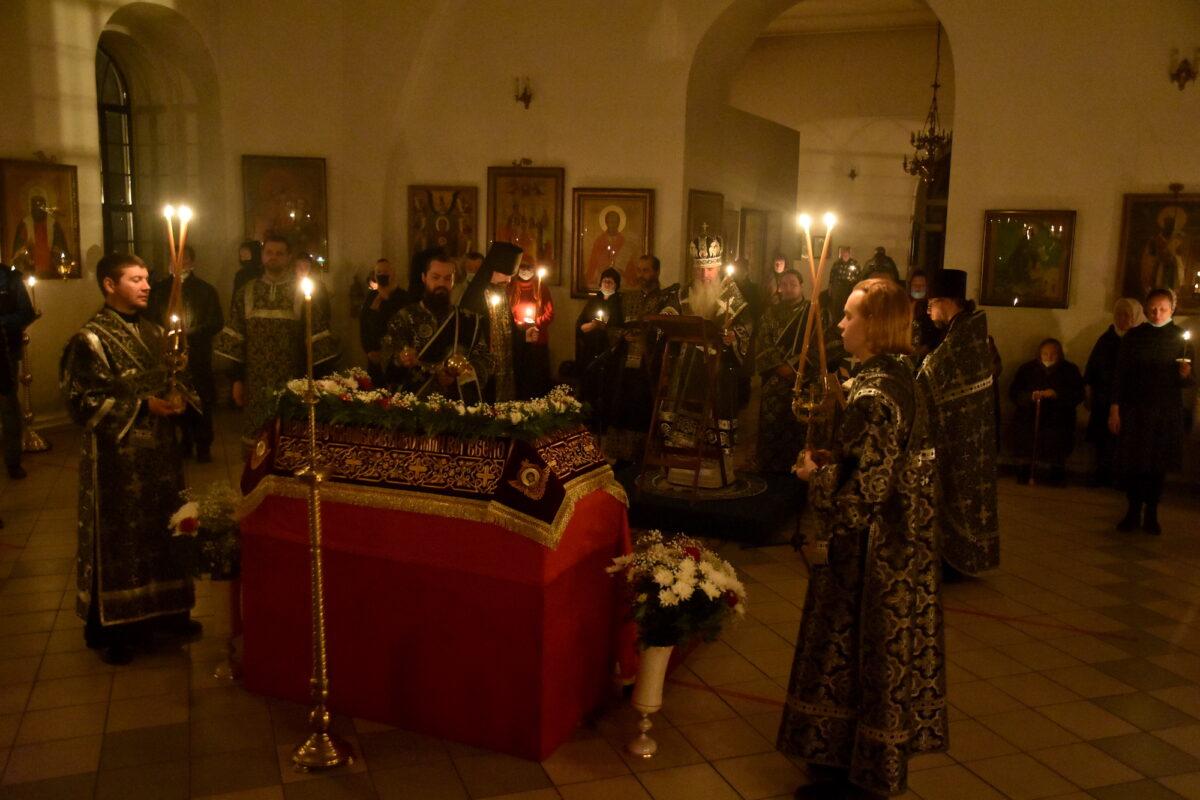 В Великую Субботу Владыка Мефодий совершил ночное богослужение