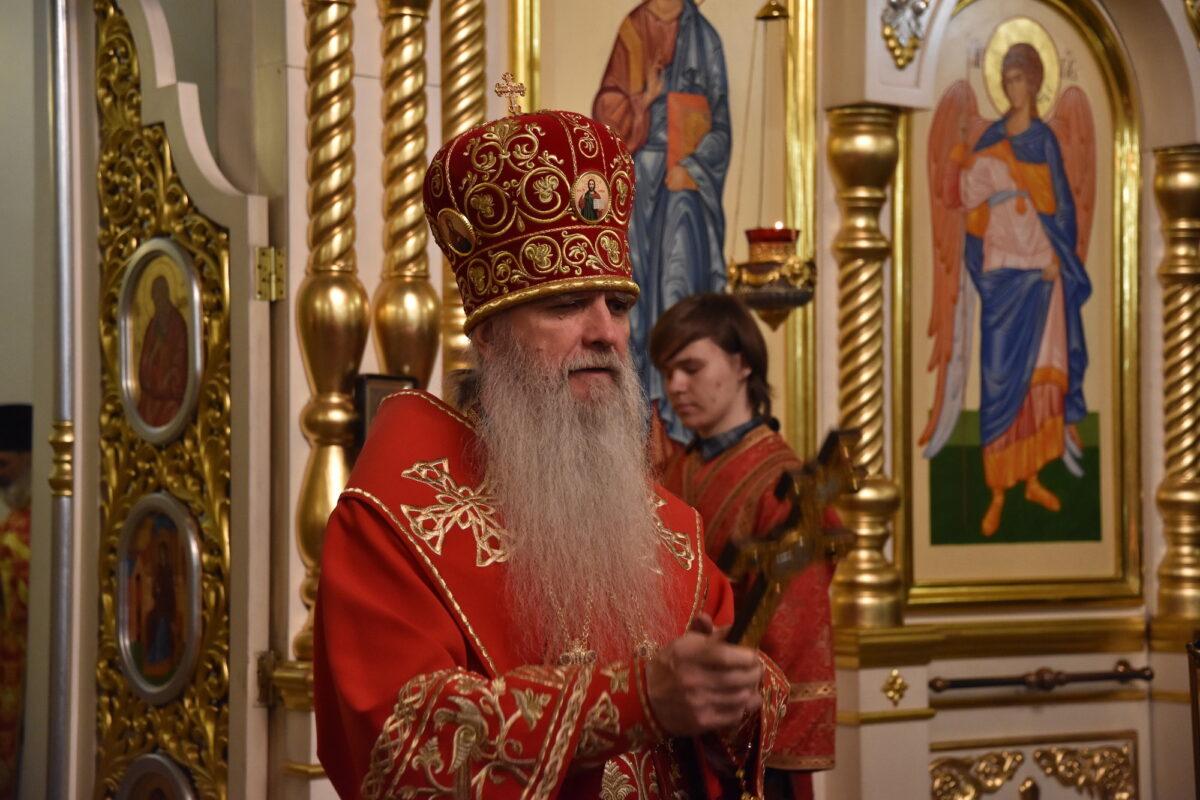 Преосвященнейший Мефодий возглавил Пасхальное богослужение