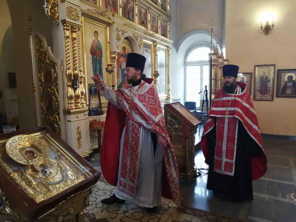 В Каменск-Уральский прибыл Благодатный огонь из Иерусалима